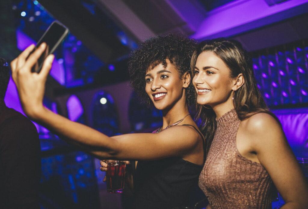 5 Ways to Snap Stunning Selfies at Upcoming Holiday Parties